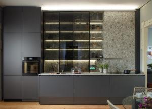 Tendencias en decoración de cocinas: vitrinas de cristal