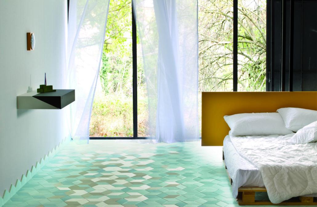 Dormitorio con características propias del diseño de interiores de Ibiza.