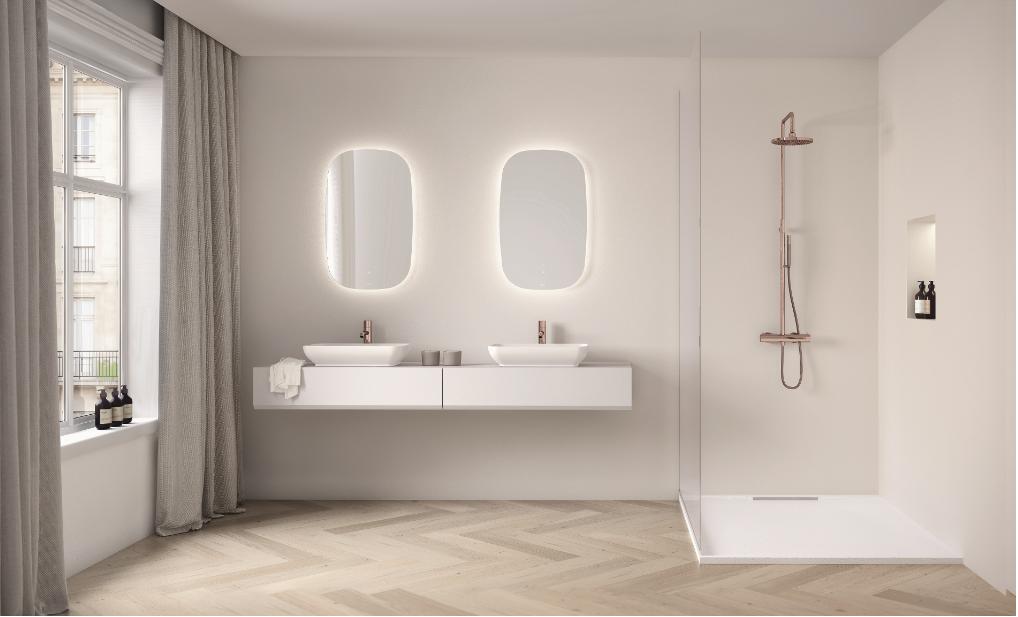 Instalación de suelos de madera en el baño.